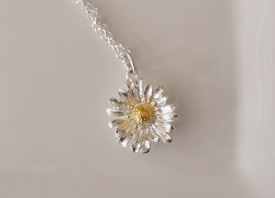Sterling silver Daisy Necklace: www.amelie.co.uk/sterling-silver-daisy-necklace-p-416.html